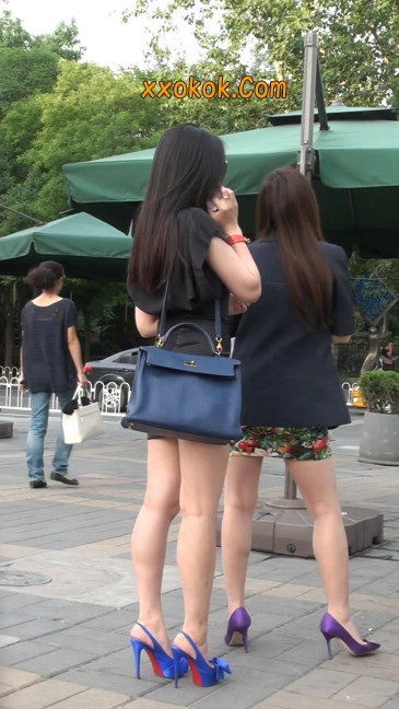 气质超赞的短裙工作装美女少妇24
