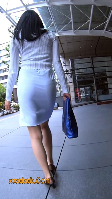 职场少妇太有韵味,紧身裙印出臀痕1