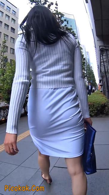 职场少妇太有韵味,紧身裙印出臀痕3