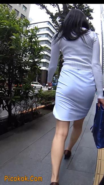 职场少妇太有韵味,紧身裙印出臀痕4