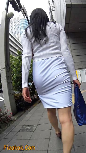 职场少妇太有韵味,紧身裙印出臀痕8