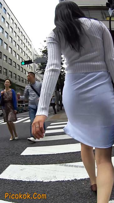 职场少妇太有韵味,紧身裙印出臀痕11