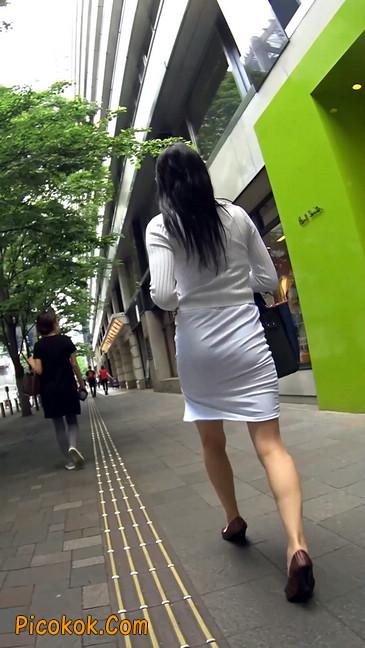 职场少妇太有韵味,紧身裙印出臀痕18
