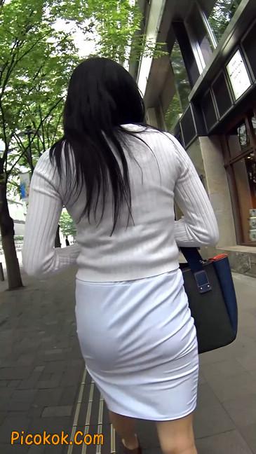 职场少妇太有韵味,紧身裙印出臀痕19