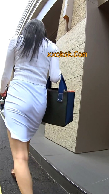 职场少妇太有韵味,紧身裙印出臀痕21