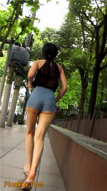 强烈推荐,街拍超极品的透视装性感包臀美女,视频绝对让你冲动13