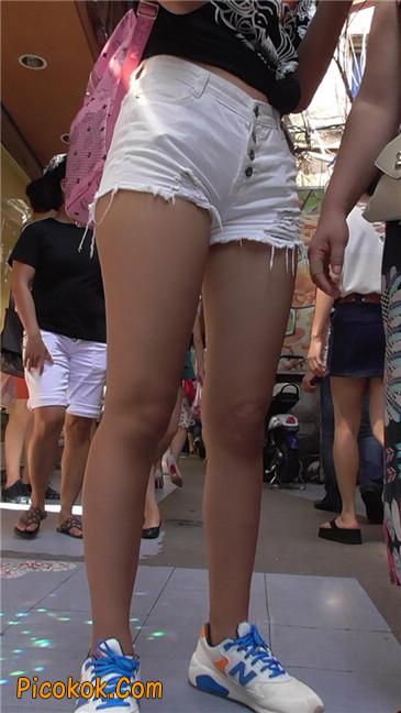 如此的紧身热裤,如此的翘臀10