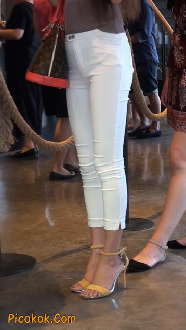 跟拍一个非常诱人的白色牛仔裤美女15