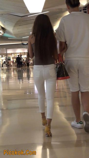 跟拍一个非常诱人的白色牛仔裤美女41