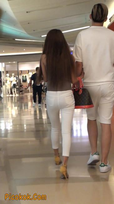 跟拍一个非常诱人的白色牛仔裤美女43