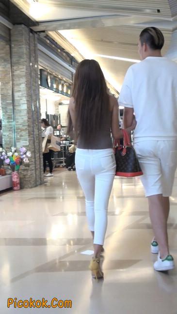 跟拍一个非常诱人的白色牛仔裤美女46
