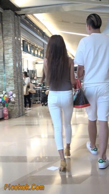跟拍一个非常诱人的白色牛仔裤美女47