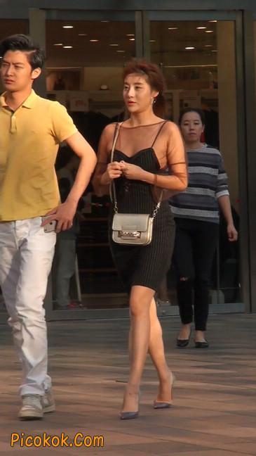十分性感的薄纱超短裙美女3