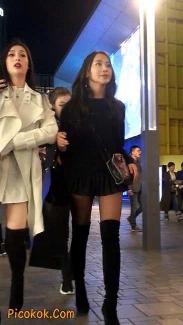 很可爱的短裙黑丝娃娃脸美女2