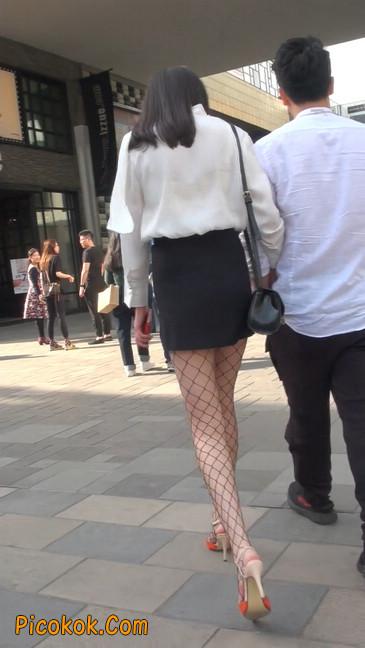 非常诱人的网格丝袜短裙美少妇