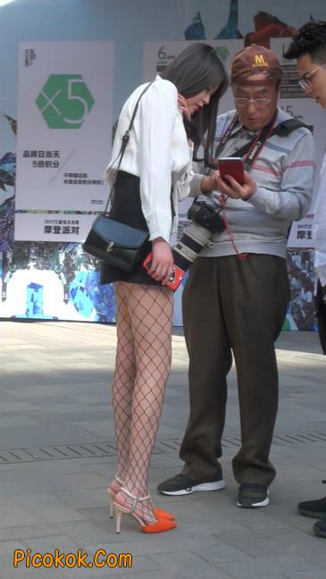 非常诱人的网格丝袜短裙美少妇15