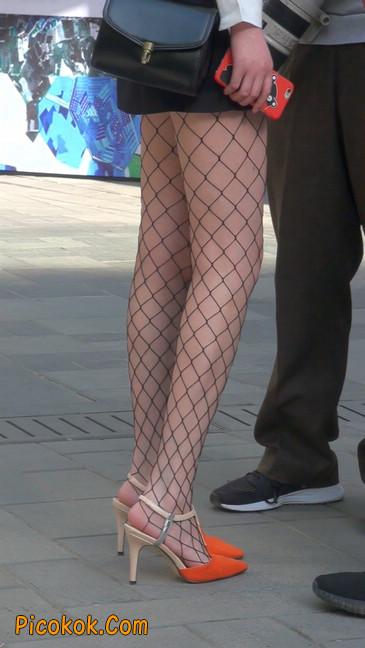 非常诱人的网格丝袜短裙美少妇16