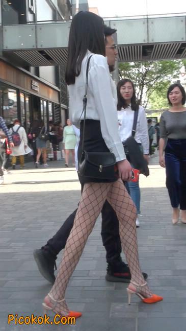 非常诱人的网格丝袜短裙美少妇18