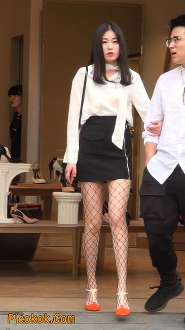 非常诱人的网格丝袜短裙美少妇20
