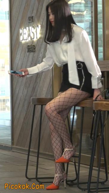 非常诱人的网格丝袜短裙美少妇23