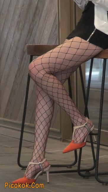 非常诱人的网格丝袜短裙美少妇25