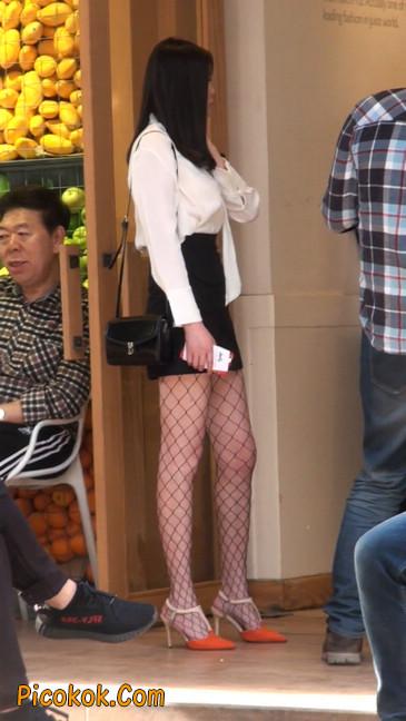 非常诱人的网格丝袜短裙美少妇29