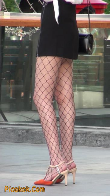 非常诱人的网格丝袜短裙美少妇37
