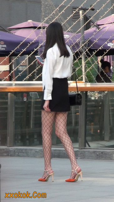 非常诱人的网格丝袜短裙美少妇39