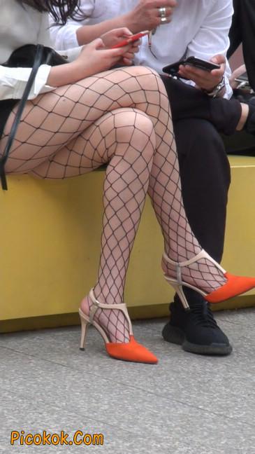 非常诱人的网格丝袜短裙美少妇45