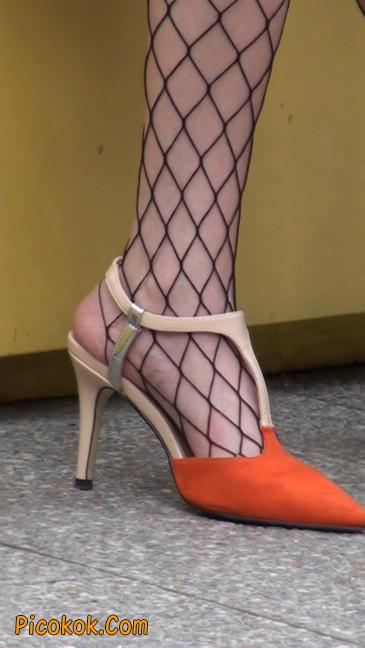 非常诱人的网格丝袜短裙美少妇46
