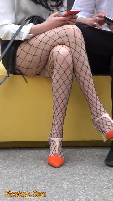 非常诱人的网格丝袜短裙美少妇48