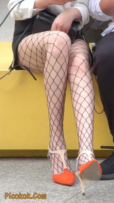 非常诱人的网格丝袜短裙美少妇55