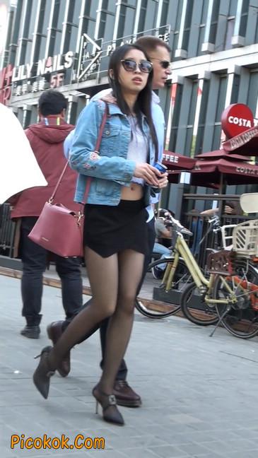 身材很棒的短裙黑丝美女4