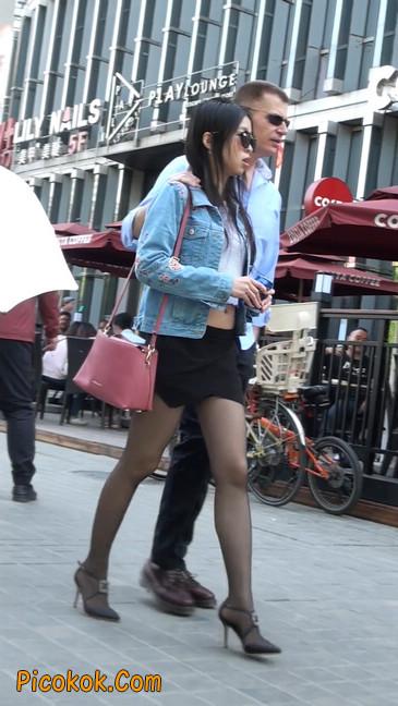 身材很棒的短裙黑丝美女5