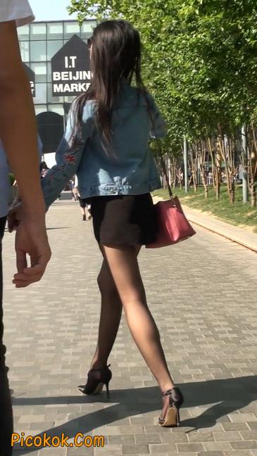 身材很棒的短裙黑丝美女9