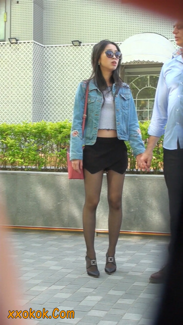 身材很棒的短裙黑丝美女12