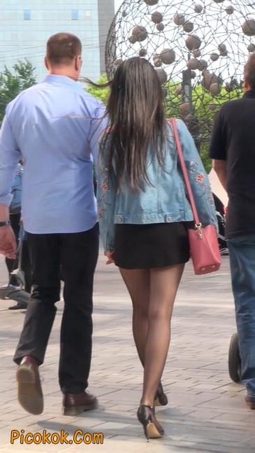 身材很棒的短裙黑丝美女19