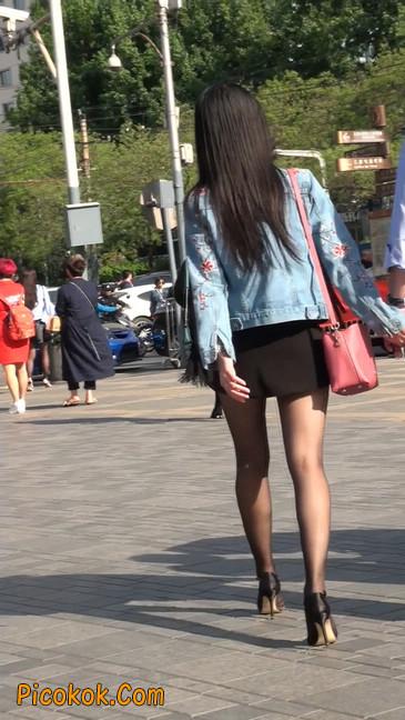 身材很棒的短裙黑丝美女25