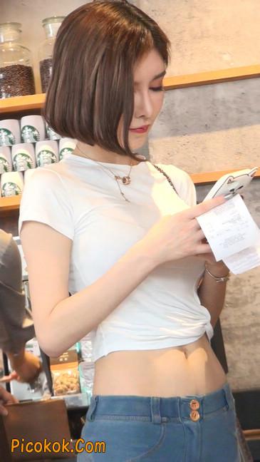 紧身贴体的牛仔裤美女身材真的是棒38