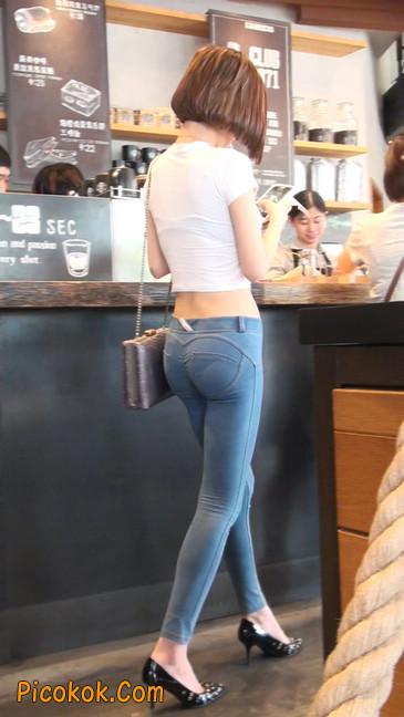 紧身贴体的牛仔裤美女身材真的是棒47