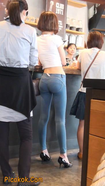 紧身贴体的牛仔裤美女身材真的是棒48