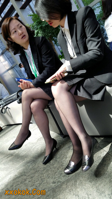 黑丝姐姐好知性,想要和你排排坐3