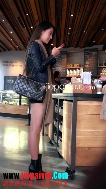 街拍身材好到爆的高挑短裙性感美女25