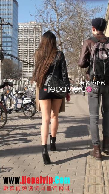 街拍身材好到爆的高挑短裙性感美女7