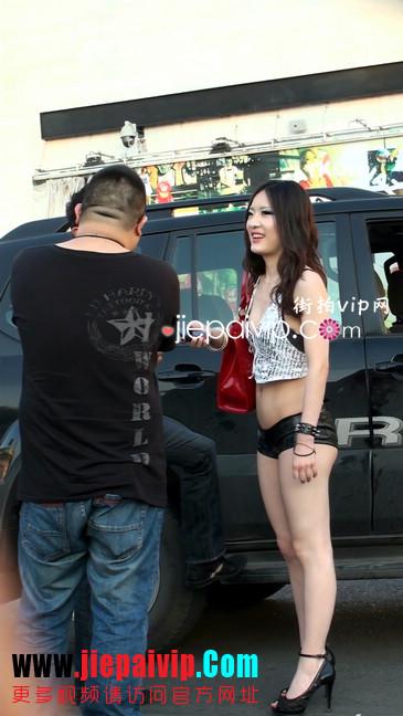 美女你这样穿着上街,让我们男人如何按捺22