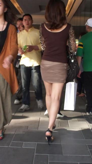 轻熟女超短裙翘臀的魅惑
