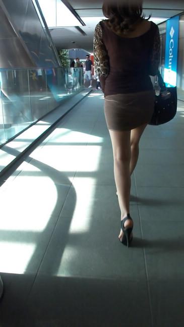 轻熟女超短裙翘臀的魅惑9