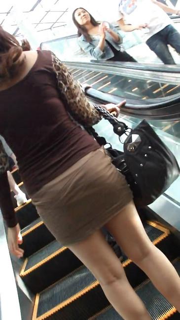 轻熟女超短裙翘臀的魅惑15