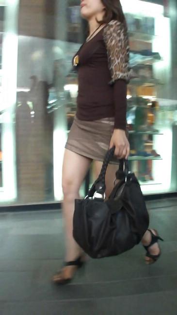 轻熟女超短裙翘臀的魅惑1