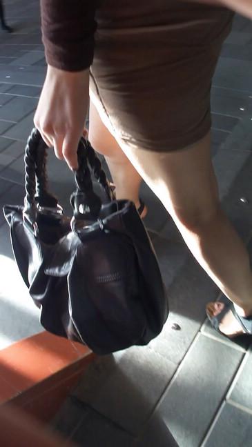 轻熟女超短裙翘臀的魅惑2